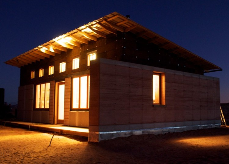 Windcatcher house, on the Navajo Reservation (image via designbuildbluff.org)