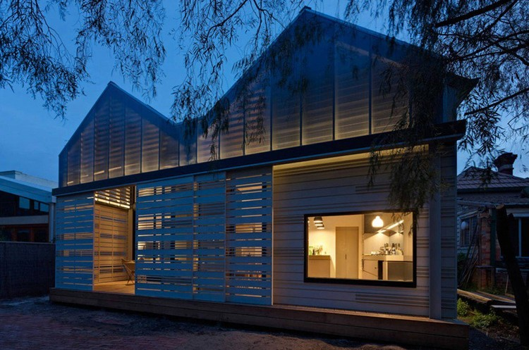 House Reduction by MAKE Architecture Studio / © Peter Bennetts