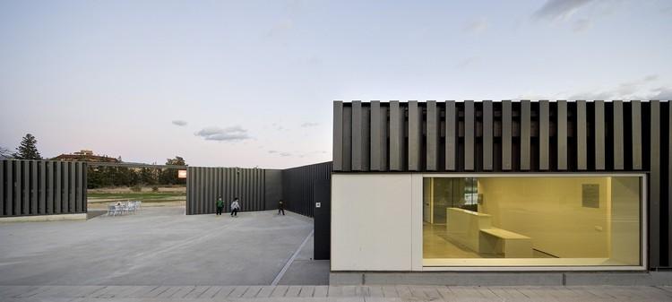 Sport Center in Tortosa / Arquitecturia; © Pedo Pegenaute