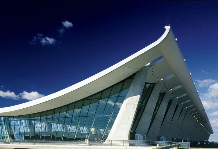 Dulles International Airport / Eero Saarinen © MWAA