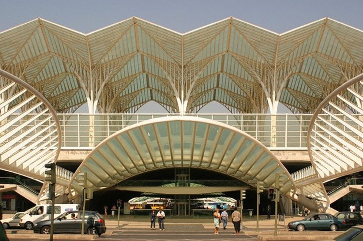 Gare do Oriente. Courtesy of Flickr CC License / bezaleel31. Used under <a href='https://creativecommons.org/licenses/by-sa/2.0/'>Creative Commons</a>