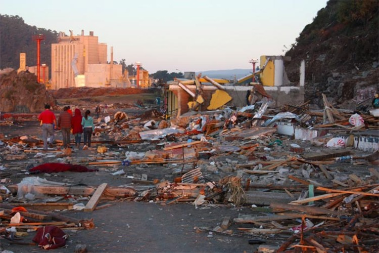 Image of Constitución after the 2010 Earthquake. Image via Brickstarter.