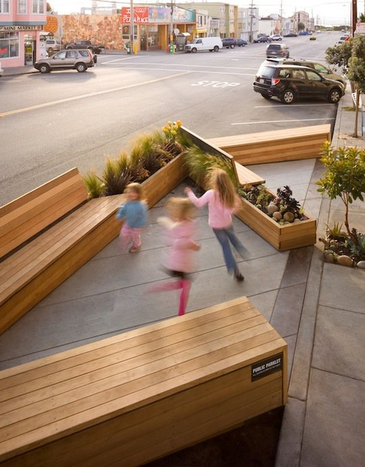 A parklet in San Francisco, a hacking initiative that has been embraced by the local authorities. Photo via Atlantic Cities. © Matarozzi Pelsinger Builders & Wells Campbell photography.
