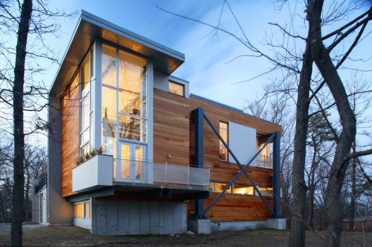The Big Dig House reutilizes materials from the Big Dig, an expensive highway project in Boston. © Single Speed Design