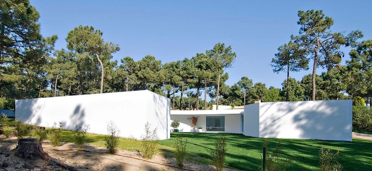 House in Aroeira / Courtesy of Mateus e Associados