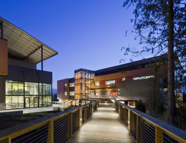 community-oriented architecture in schools: how 'extroverted