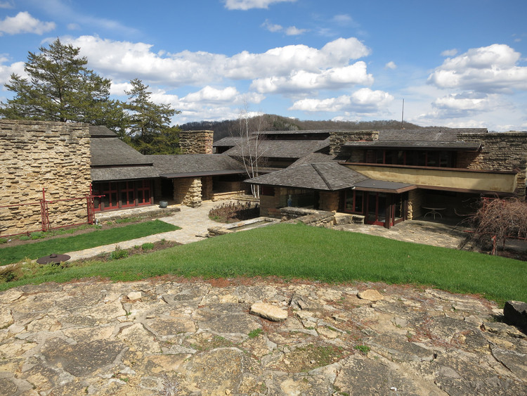 Go on a Virtual Tour of Frank Lloyd Wright's Taliesin East, Taliesin East by Frank Lloyd Wright. Image © © Flickr CC User Edward Stojakovic