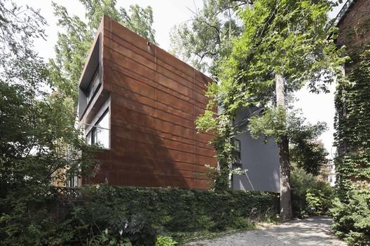 Janus House / © Marius Marzulis and courtesy of Studio NMinusOne