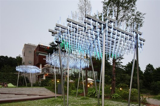Cloud, an interactive light and sound sculpture / courtesy of SsD