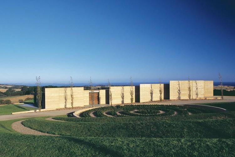 Earth House by Jolson Architecture Interiors © Scott Newett & Earl Carter
