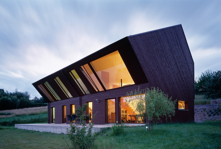 Crooked House by FOVEA Architects © FOVEA Architects, photographed by Thomas Jantscher