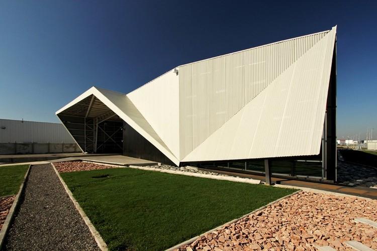 Huanacu Warehouse & Office by tFPS © Nico Saieh