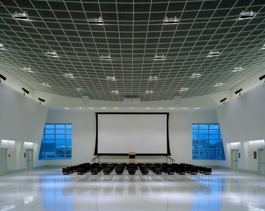 Tangermann Center - Gwathmey Siegel | © Brad Feinknopf