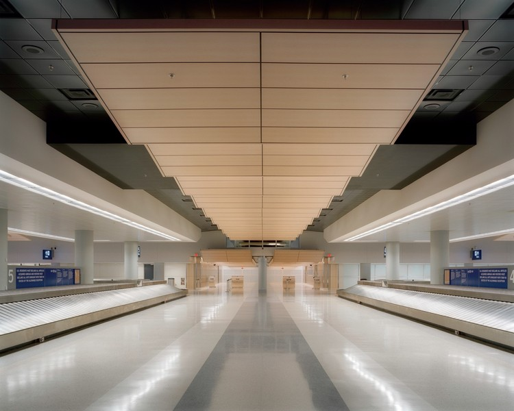 Dallas Fort Worth Airport - HNTB | © Brad Feinknopf