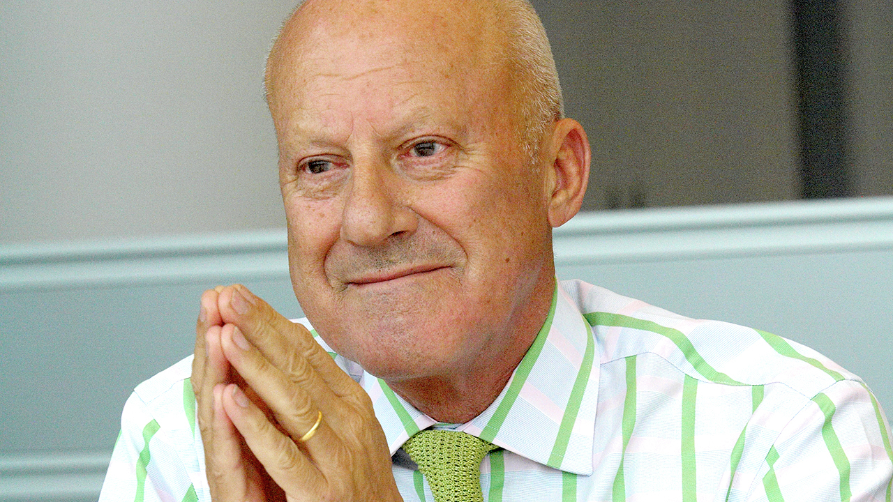 ad interviews norman foster archdaily. Black Bedroom Furniture Sets. Home Design Ideas