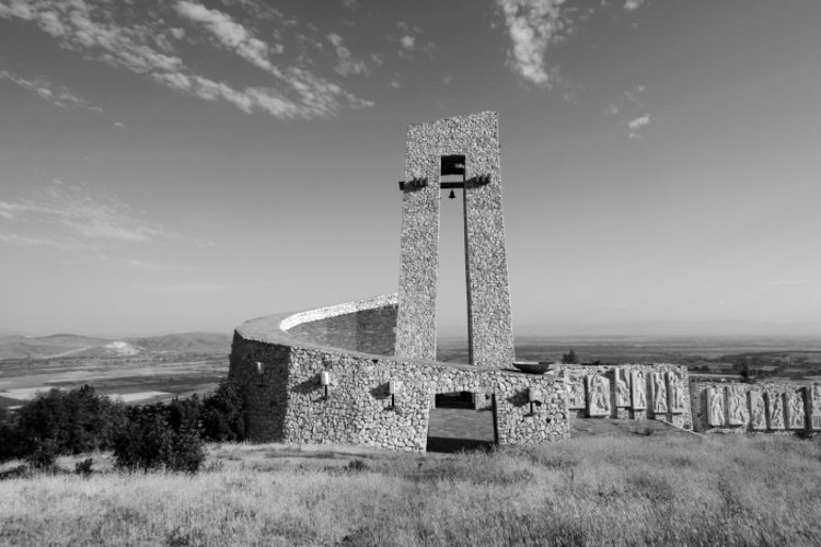 monument of the three generations, Perushtitza, 1976