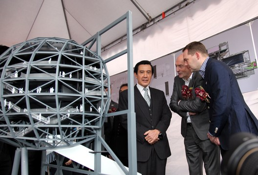 President Ma Ying-jeou with OMA partners Rem Koolhaas and David Gianotten © OMA
