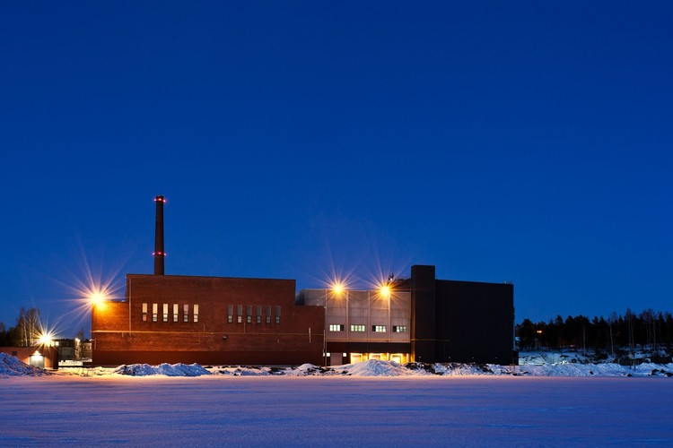 """""""Another view of Google's Hamina location, taken while standing on the frozen Gulf of Finland."""" Photo ©Google/ Connie Zhou"""