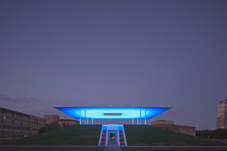 "James Turrell ""Twilight Epiphany"" Skyspace - Courtesy of Rice University"