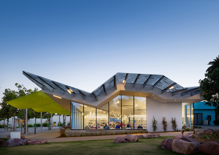 Australian Institute of Architects Honors Australian Designs Abroad, Pico Branch Library; United States / Koning Eizenberg Architecture Inc. Image © Eric Staudenmaier