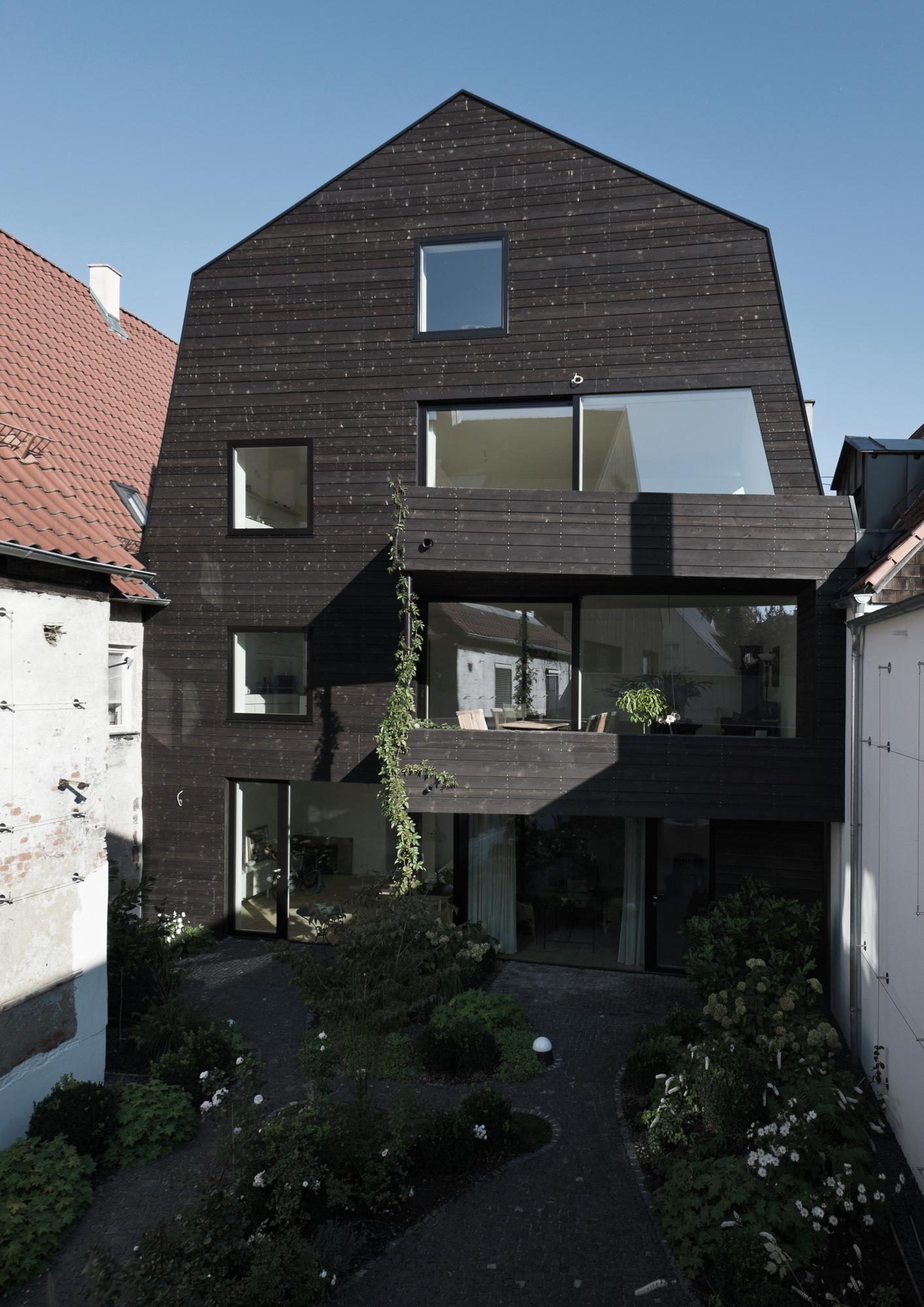 Gallery of house ke12 soho architektur 13 for Modern mansard roof