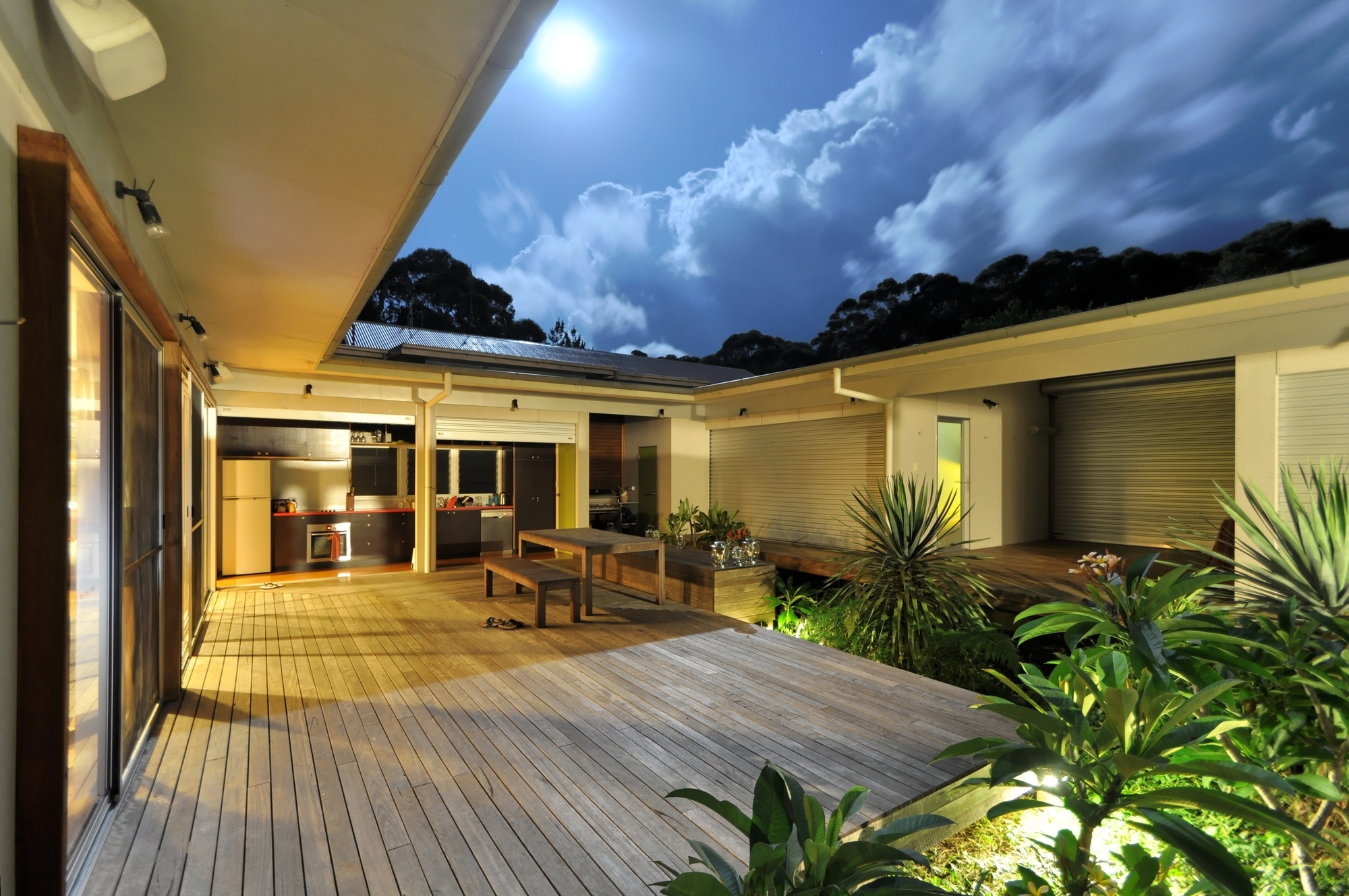 Gallery of seal rocks house 4 bourne blue architecture 11 for House design with garden in the middle