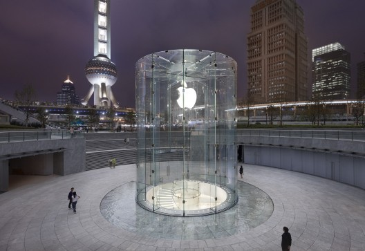 The Shanghai Apple Store © Roy Zipstein