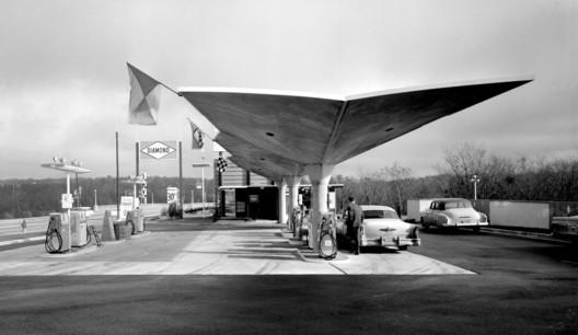 Diamond Gas Station, ca 1950s, location unknown © Pedro E. Guerrero, Courtesy Edward Cella Art+Architecture