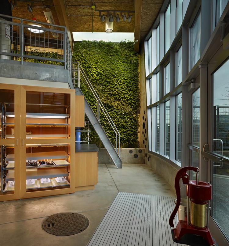 © Benjamin Benschneider Bertschi School Living Science Building / KMD Architects