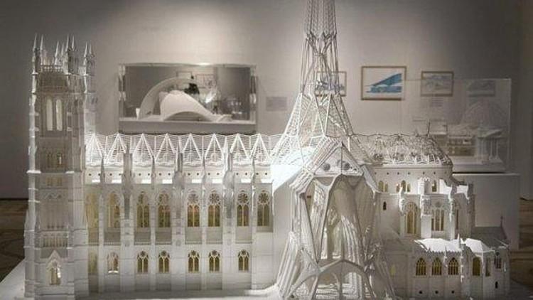 el arquitecto e ingeniero espaol santiago calatrava ha donado once dibujos y dos maquetas a la exposicin permanente del museo hermitage de san