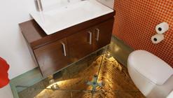 Baño sobre el piso 15 de un ascensor