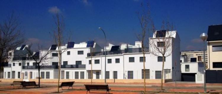 Grupo de viviendas en Vallecas construidas vulnerando el proyecto original Ensanche 53, de los arquitectos José Selgas y Lucía Cano.