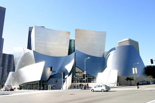 Disney Concert Hall - imagen vía usuario de flickr squakytoy