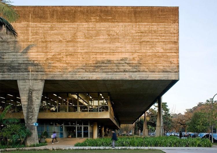Facultad de Arquitectura y Urbanismo de la Universidad de Sao Paulo. Arq. Vilanova Artigas. Image © Fernando Stankuns (Flickr CC)