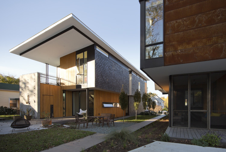 Compact Modern Duo / The Raleigh Architecture Co., © Raymond Goodmon