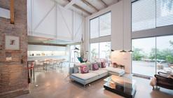 Single House Building  / Lluís Corbella + Marc Mazeres
