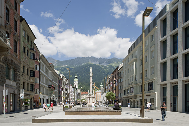 Design by AllesWirdGut in which all cables that spoiled the view of the Nordkette from the Maria-Theresien-Straße in the city centre of Innsbruck were carefully removed. Image © AllesWirdGut