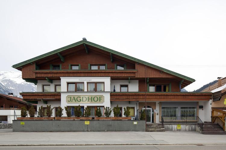 Tyrolean style house. Image © Richard Günter Wett