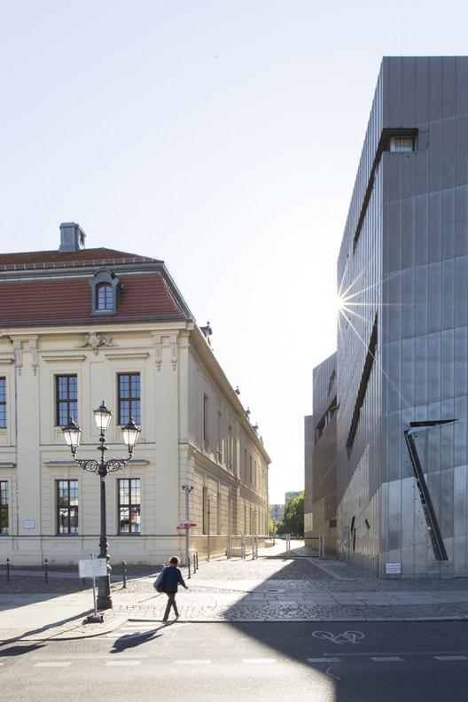 Museo Judío de Berlín / Daniel Libeskind. Imagen © Laurian Ghinitoiu