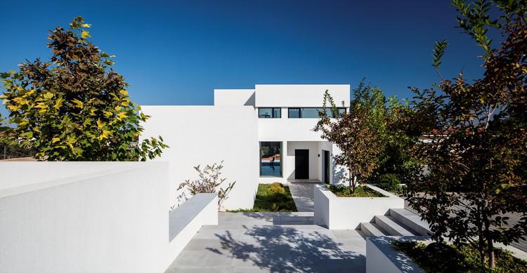 Casa en Kfar Vitkin  / Levy-Chamizer Architects, © Amit Geron