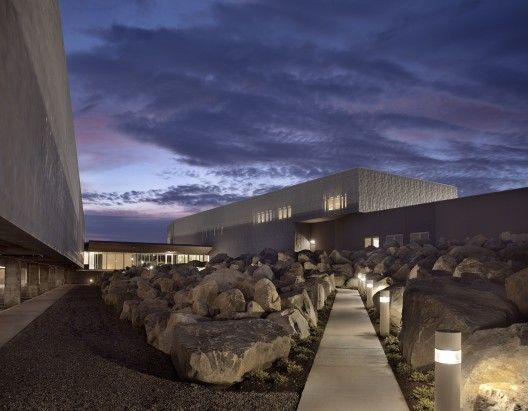 U.S. Commercial Port of Entry & Border Station / Robert Siegel Architects; Photograph © Paul Warchol