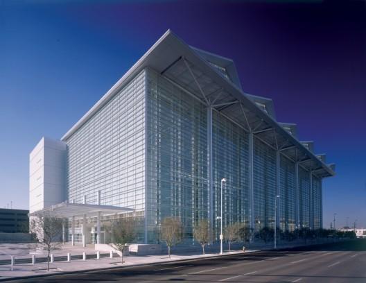 United States Courthouse / Richard Meier & Partners Architects, © Scott Frances ESTO