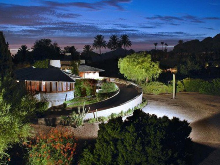 The David S. Wright Home in Arcadia, Arizona. Photo via Curbd LA