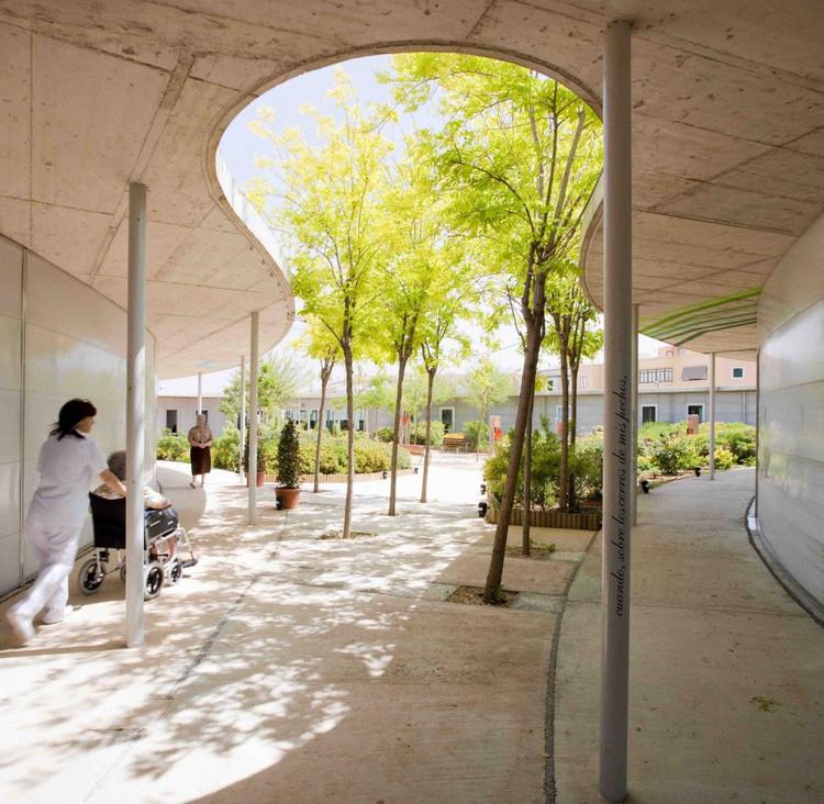 Centro Sociosanitario Geriátrico Santa Rita, diseñado por Manuel Ocaña. © Miguel de Guzmán.