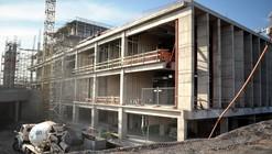 En Construcción: Hospital El Carmen de Maipú / Bbats Consulting&Projects y Murtinho+Raby