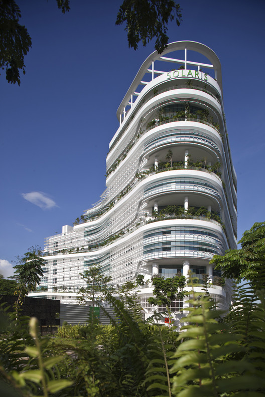 Solaris Fusionopolis 2B, One North, Singapore / TR Hamzah and Yeang © Albert Lim