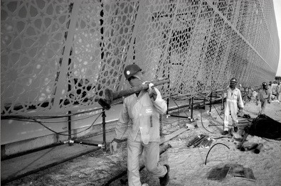Construction workers on Saadyit Island, Abu Dhabi, 2009. Photo courtesy of Samer Muscati, Human Rights Watch