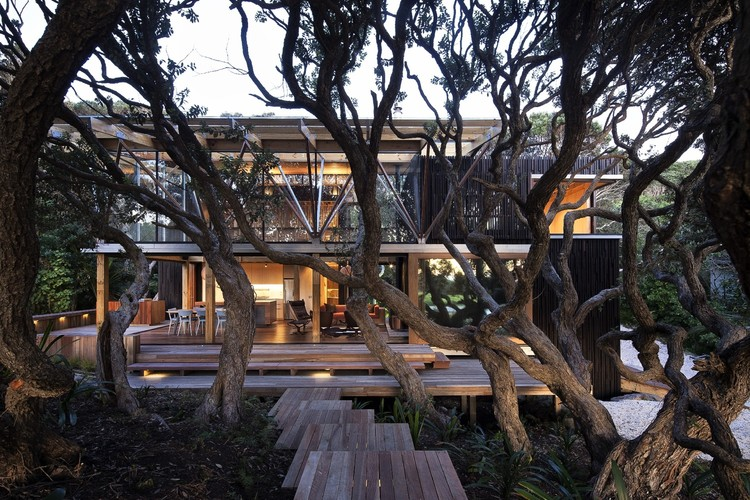 Under Pohutukawa by Herbst Architects Ltd
