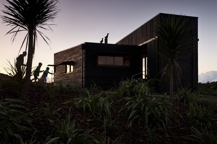 Tutukaka Beach House by Crosson Clarke Carnachan Architects (Auckland) Ltd