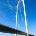 Margaret Hunt Hill Bridge / Santiago Calatrava © Alan Karchmer